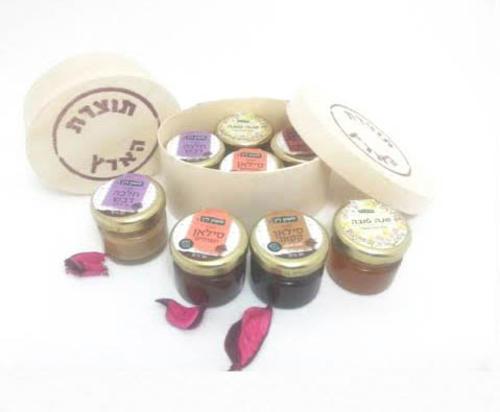 מארז מיוחד הכולל דבש ומעדנים